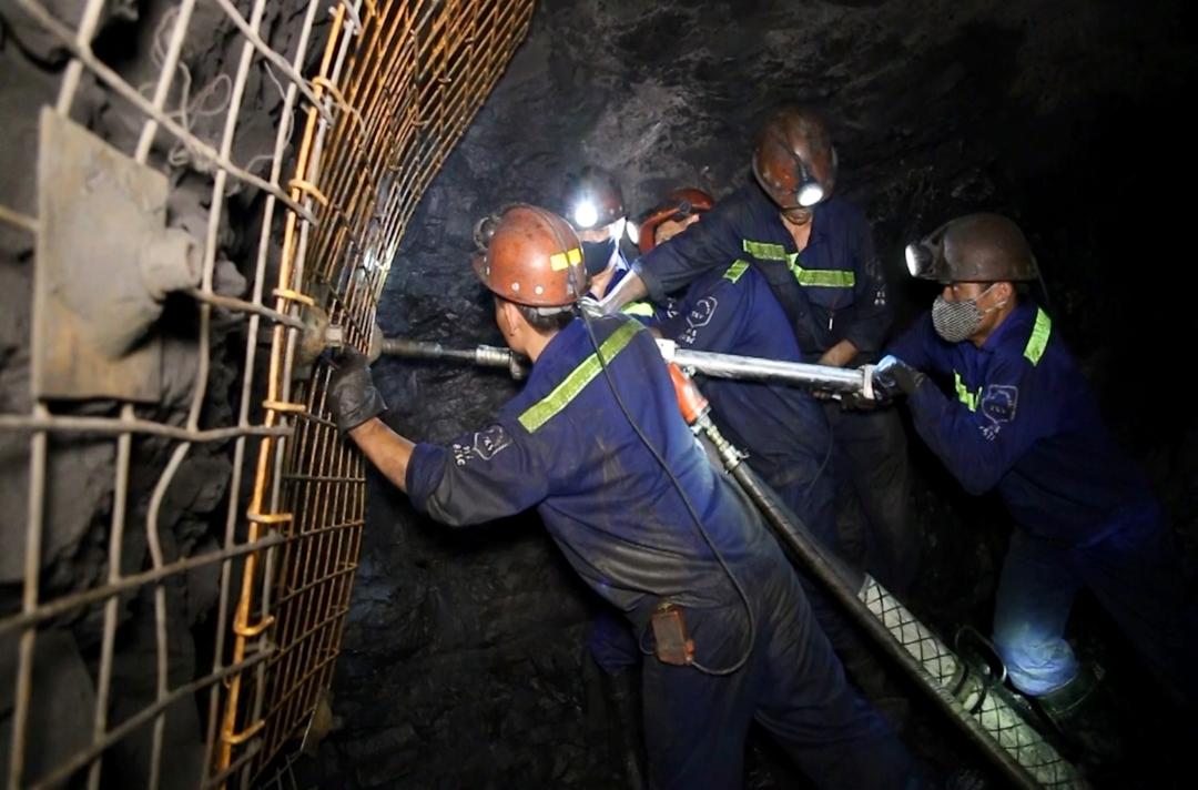 Khai thác than tại Công ty Than Nam Mẫu